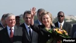 Armenia -- U.S. Secretary of State Hillary Clinton arrives in Yerevan, 4July 2010.
