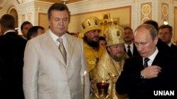 Віктор Янукович, митрополит Сімферопольський і Кримський УПЦ (МП) Лазар (Швець) і Володимир Путін. Севастополь, 2013 рік