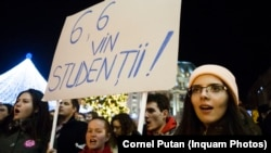 """Studenții au protestat pentru justiție și împotriva """"hoției""""."""