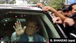 Ish kryeministri pakistanez , Nawaz Sharif, me mbështetësit e tij
