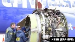 """Кыймылдаткычы жарылган учак. Нью-Йорктон Далласка учуп бараткан """"Боинг"""" 737-700 учагында 143 жүргүнчү жана беш экипаж мүчөсү болгон."""
