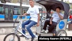 Алматыда пайда болған жаңа қоғамдық көлік түрі - велотакси. 14 сәуір 2015 жыл.