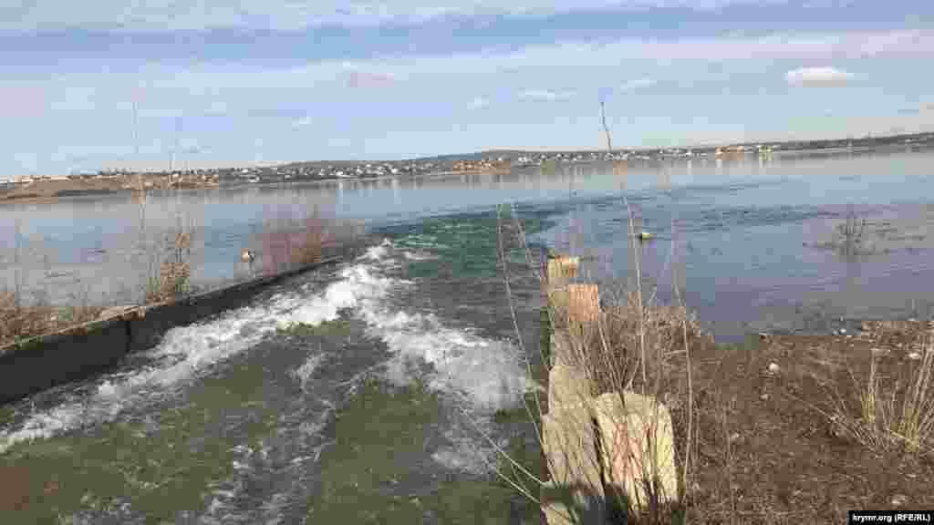 У січні російська влада Криму почала перекидання води з Білогірського водосховища в сусіднє – Тайганське. У Кримському управлінні водного господарства та меліорації пояснили, що це пов'язано з «надзвичайно рясними зимовими опадами»