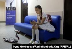 Созданные детьми роботы-аниматы иногда «гуляют» по коридорам академии