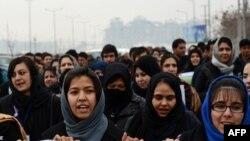 Ауған әйелдері зорлық-зомбылыққа қарсы шара өткізіп тұр. Кабул, 14 ақпан 2013 жыл