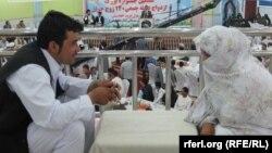 Афганские жених и невеста перед церемонией бракосочетания. Провинция Балх, июнь 2014 года.
