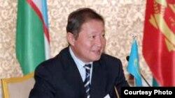 Нартай Дутбаев в бытность председателем КНБ. 2005 год.