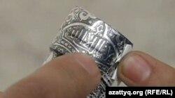 """""""Allah"""" sözünə istinad edən araq şüşəsi, Qazaxıstan"""