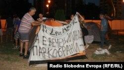 Протест против сечењето на дрвјата кај хотелот Бристол во центарот на Скопје.