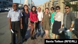 Участники инициативной группы по поддержке гражданских активистов. Атырау, 8 июня 2016 года.