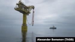 """Выносное причальное устройство терминала отгрузки нефти завода по производству сжиженного природного газа (СПГ), входящего в нефтегазовый проект """"Сахалин-2"""""""