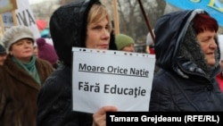 La un protest al Federației Sindicale a Educației și Științei din Moldova