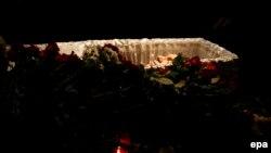 Борис Немцовпен қоштасу рәсімінде марқұмның табытта жатқан мәйіті. Мәскеу, 3 наурыз 2015 жыл.