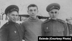 Алексей Андрианов с одногруппниками.