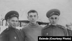 Алексей Андрианов чогуу окуган группалаштары менен.