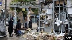Pamje nga një treg i shkatërruar afër Donjeckut në pjesën lindore të Ukrainës