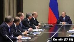 ولادیمیر پوتین کابینه کشورش را تعیین کرد که در آن مقامهای کلیدی کابینه پیشین نیز در وظایفشان باقی ماندهاند.