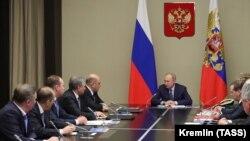 Prezident Wladimir Putin Russiýanyň Howpsuzlyk Geňeşiniň wekilleri bilen maslahat geçirýär. Moskwa. 20-nji ýanwar