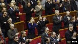 Тасвиби қарори озодии Юлия Тимошенко дар порлумон