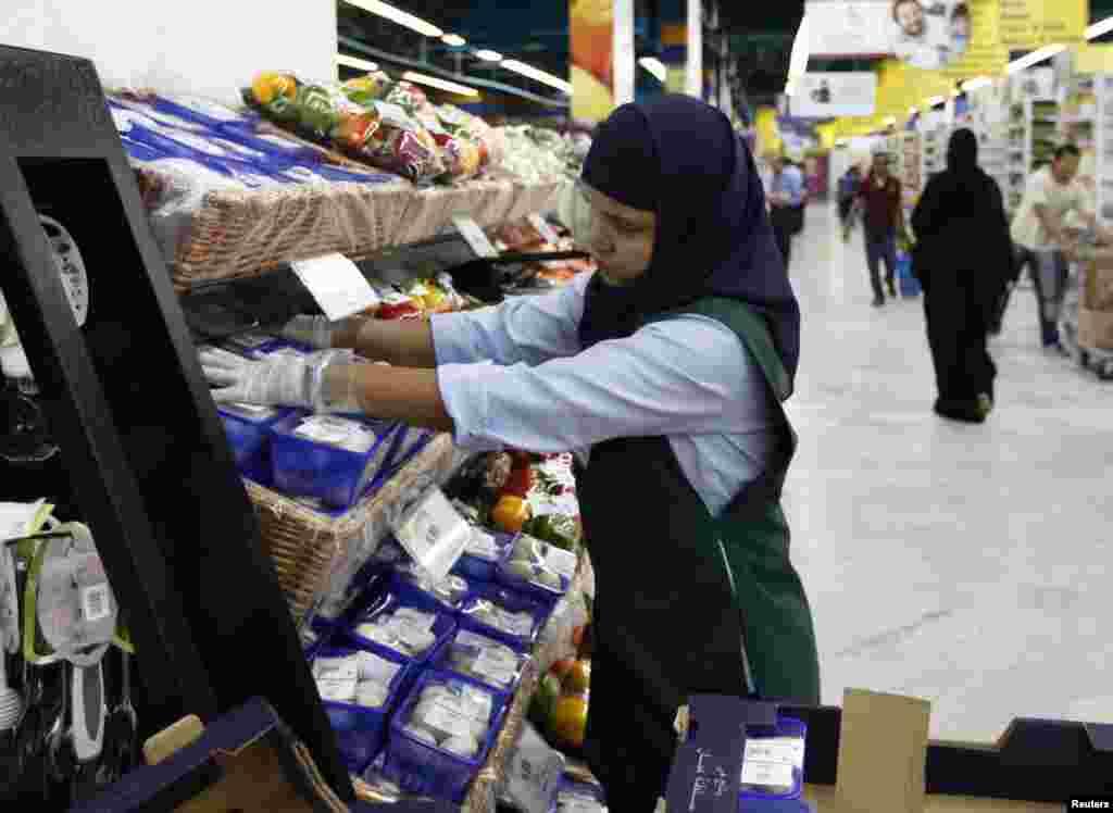 Объединенные Арабские Эмираты. Местные супермаркеты в ожидании новых клиентов на Рамадан
