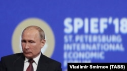 Президент России Владимир Путин на заседании Петербургского международного экономического форума. 25 мая 2018 года.