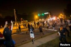 Беспорядки в городе Фергюсон. 18 августа 2014 года.