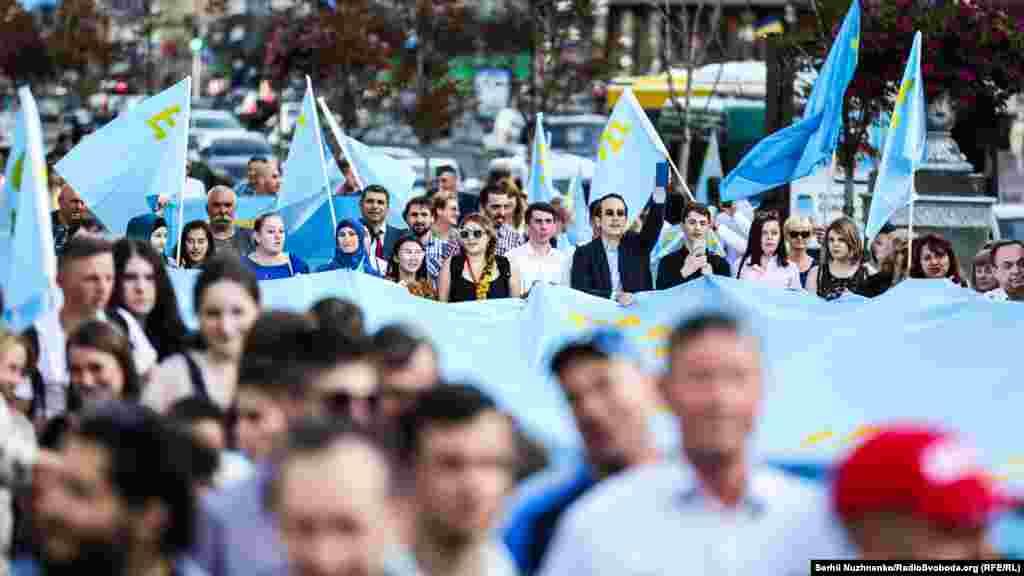 Жыл сайын маусымның 26-сы күні Қырым татарлары ұлттық байрақ күнін атап өтеді.