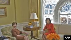 Передача власти - Лора Буш и Мишель Обама впервые встретились в Белом доме