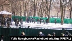 «Тітушки» на подвір'ї Дніпропетровської ОДА під час акції Євромайдану, 26 січня 2014 року