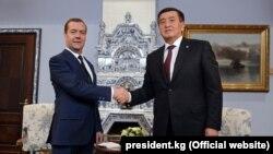 Председатель правительства России Дмитрий Медведев и президент Кыргызстана Сооронбай Жээнбеков. Москва, 29 ноября 2017 года.