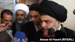 زعيمُ تيار الأحرار مقتدى الصدر يتحدث للصحفيين في النجف