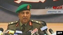 اللواء عادل عمارة، عضو المجلس العسكري الحاكم في مصر في مؤتمر صحفي بالقاهرة (الإثنين)
