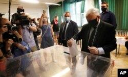 Бывший премьер-министр Польши Ярослав Качиньский голосует в первом туре выборов президента Польши. 28 июня 2020 года