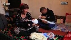 «У нас нет денег даже на кашу для детей». Родители тройняшек из Термеза просят помощи у президента