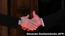 Рукопожатие двух президентов в Женеве