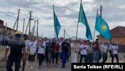 День памяти казахстанского гражданского активиста Дулата Агадила в селе Талапкер. Казахстан, 8 августа 2020 года.
