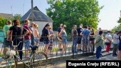 De la prima oră s-au format cozi la cele patru secții de votare deschise pentru cetățenii din stânga Nistrului, în satul Varnița