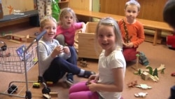 Дитсадки в Чехії: батьки не знають, що таке черги (Відео)