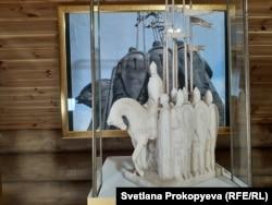 Макет памятника Александру Невскому, подаренный автором Иосифом Козловским