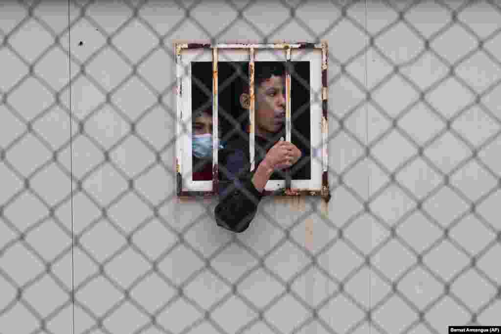 ГЕРМАНИЈА / БЕЛОРУСИЈА - Германските власти соопштија дека протокот на мигранти кои пристигнуваат преку Полска и Белорусија е зголемен со повеќе од 4.300 илегални влезови во земјата од август, во услови на долготрајна криза во која Европската Унија го обвини Минск за вооружување на бегалците.