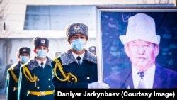 Шабданбек Кулуевдин сөөгү 25-ноябрда Бишкектеги «Ала-Арча» көрүстөнүнө коюлду.
