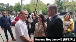 """Vlasnik pekare """"Roma"""", Mon Đuraj, sa Marinikom Tepić i Borkom Stefanovićem"""