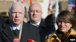 John McCain (left) and Amy Klobuchar (right) , two of the U.S. senators behind the initiative (file photo)