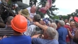 Ukrainian Veterans, Workers Clash With Police Outside Parliament