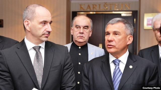 The president of Russia's Republic of Tatarstan, Rustam Minnikhanov (right) with the Czech Minister of Industry and Trade Martin Kuba (left) in Prague.