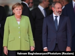 Armenian Prime Minister Nikol Pashinian welcomes German Chancellor Angela Merkel in Yerevan on August 24.