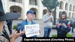 Максим Резник на акции в поддержку журналистов в Петербурге