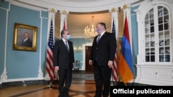Госсекретарь США Майк Помпео (справа) и министр иностранных дел Армении Зограб Мнацаканян, Вашингтон, 23 октября 2020 г.