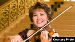 Қазақстанның халық әртісі, скрипкашы Айман Мұсақожаева.