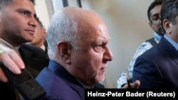 AUSTRIA -- Iranian Oil Minister Bijan Zanganeh arrives at his hotel ahead of a meeting of OPEC oil ministers in Vienna, June 19, 2018